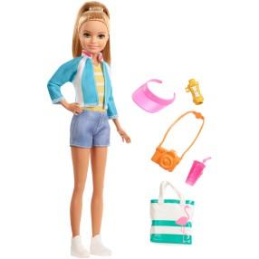 Barbie Dreamhouse Adventures - Lalka Stacie z torbą w podróży + Akcesoria FWV16